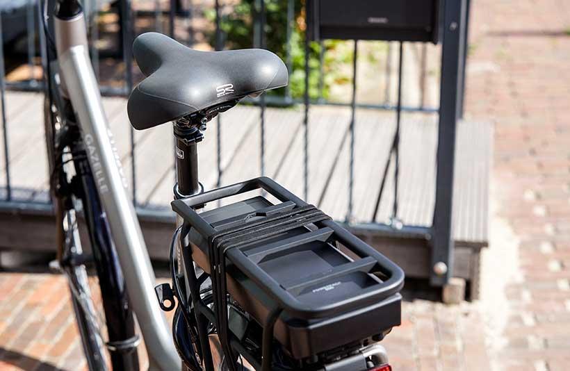 Graues E-Bike mit Akku